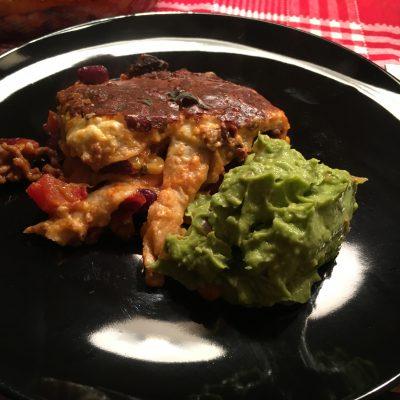 Enchilada-Auflauf mit Guacamole