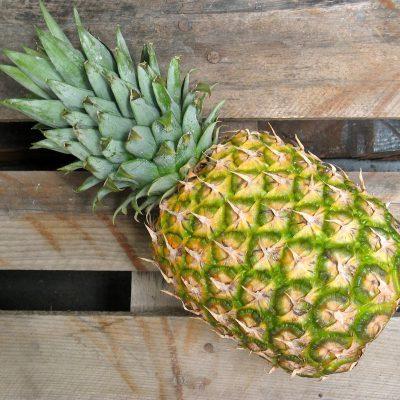 Ananas für den Pina Colada Smoothie