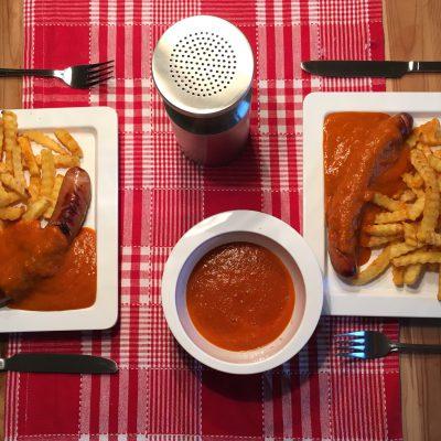 Curryketchup zur Krakauer mit Pommes