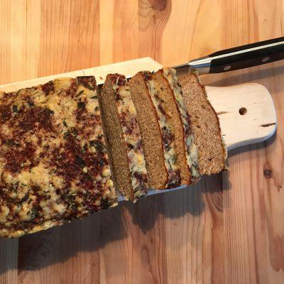 Roggenmischbrot mit mediterraner Parmesankruste