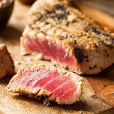 Thunfischsteak mit Sesamkruste