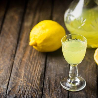 Sous Vide Limoncello Cocktail mit Zitronen